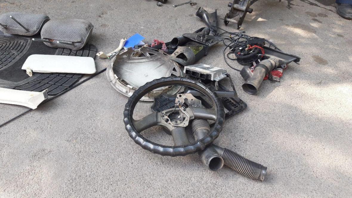 دوقلوهای جاعل سند نمره کار خودرو و موتورسیکلت به دام افتادند