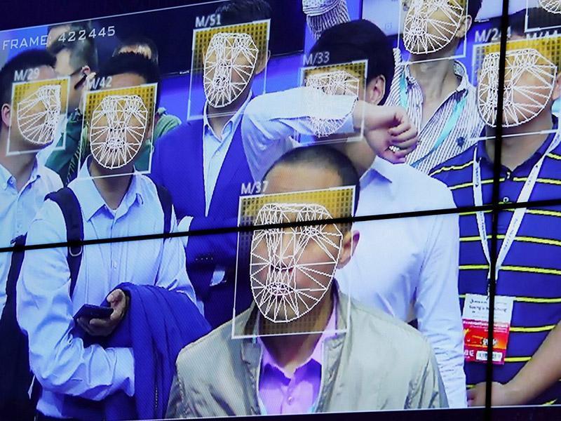 22 عکس عجیب و غریب که نشان می دهند پلیس چین از سیستم تشخیص چهره برای شناسایی شهروندان در مسافرت، اماکن عمومی و فروشگاه ها استفاده می نماید