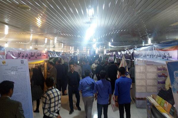 نمایشگاه هفته پژوهش در بندرعباس گشایش یافت
