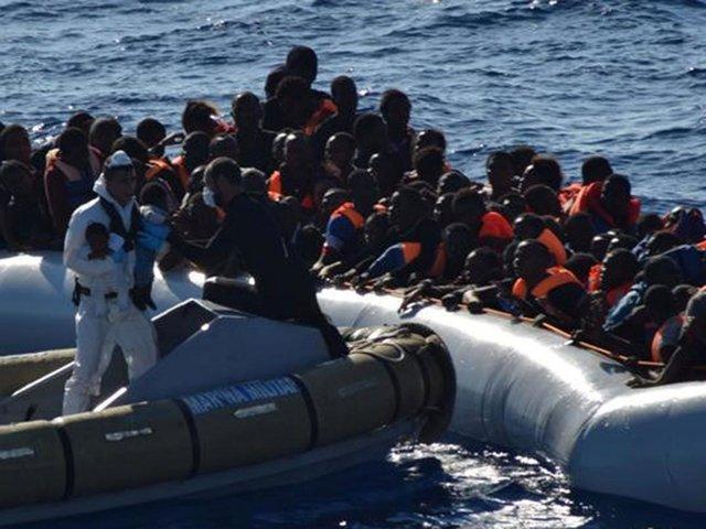 نجات 2400 مهاجر در دریای مدیترانه