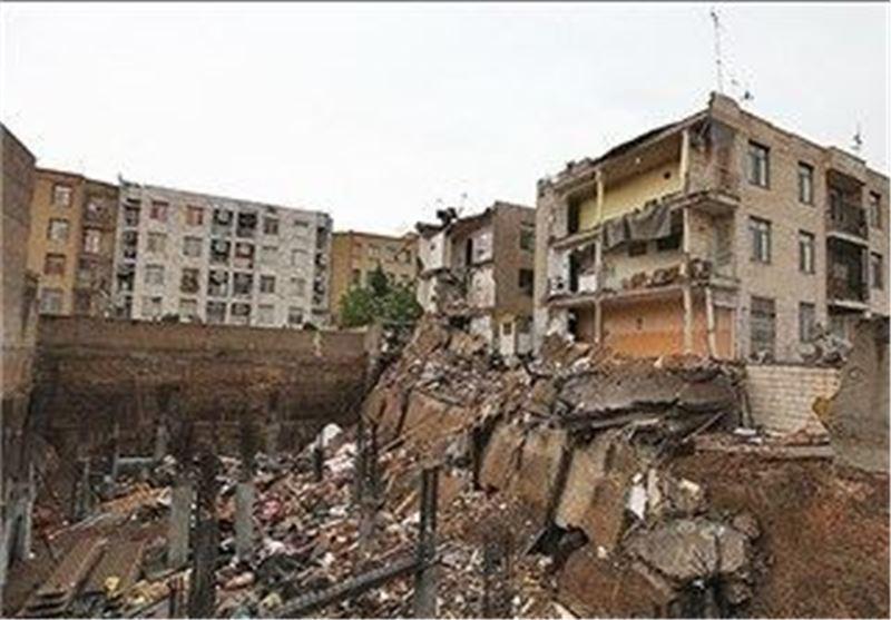 ریزش بخشی از ساختمان در حال ساخت در خیابان ولیعصر، نجات جان یک کارگر