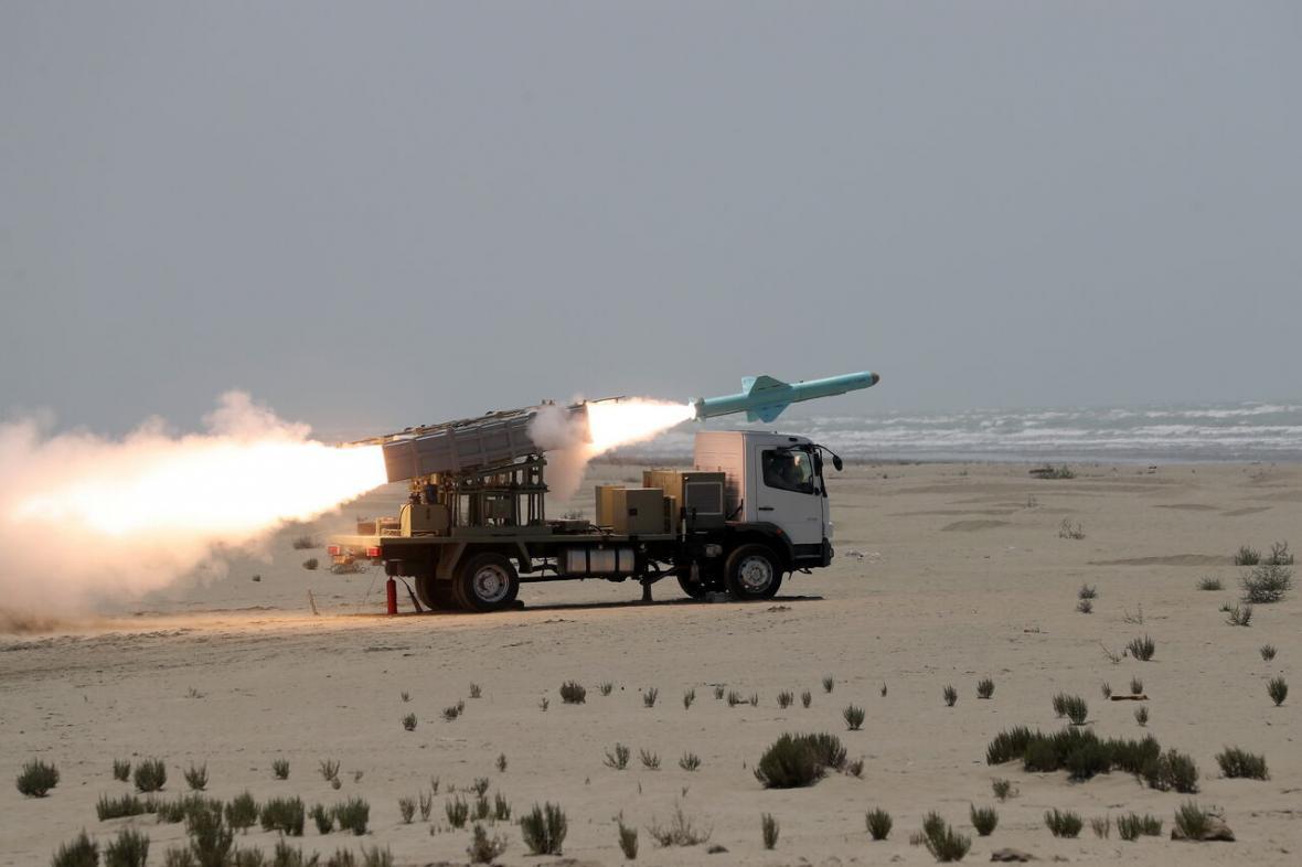خبرنگاران شلیک موفقیت آمیز نسل جدید موشک های کروز دریایی برد بلند و کوتاه