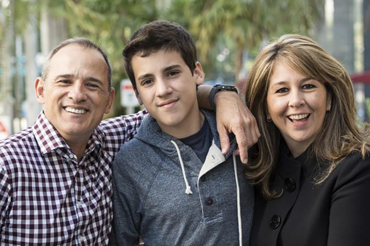 تعامل صمیمانه والدین با نوجوان در سن بلوغ