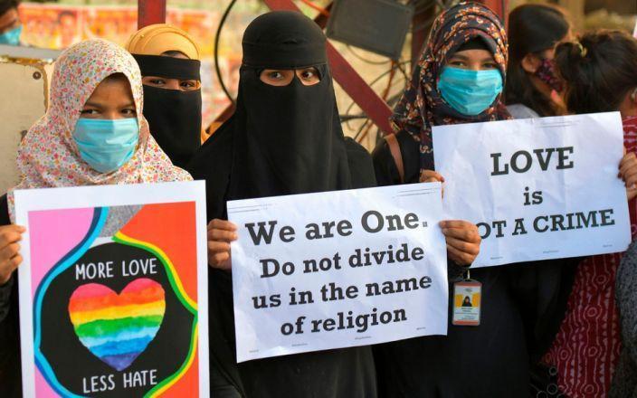 مسلمانان هند پس از قانون جهاد عشق؛ ترک خانه برای فرار از آزار هندوها