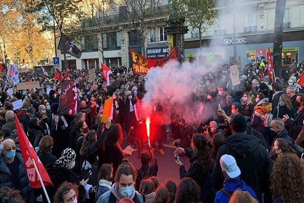 پلیس فرانسه به تظاهرات کنندگان در پاریس یورش بُرد