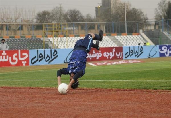 نادر محمدی: داور با صدای بازیکنان خطا می گرفت