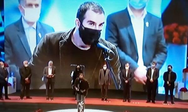 خبرنگاران جایزه ویژه سی ونهمین جشنواره فیلم فجر به کارگردان مازندرانی اهدا شد
