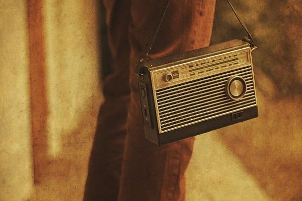 و صدا، آغاز شد، مروری بر تاریخچه اختراع رادیو در جهان خبرنگاران