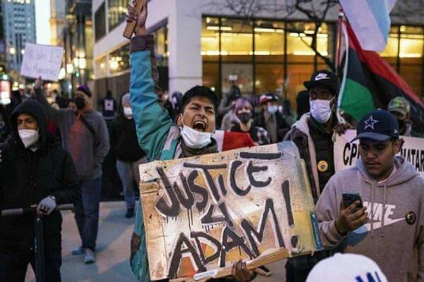 خیابان های شیکاگو صحنه اعتراضات علیه پلیس آمریکا شد